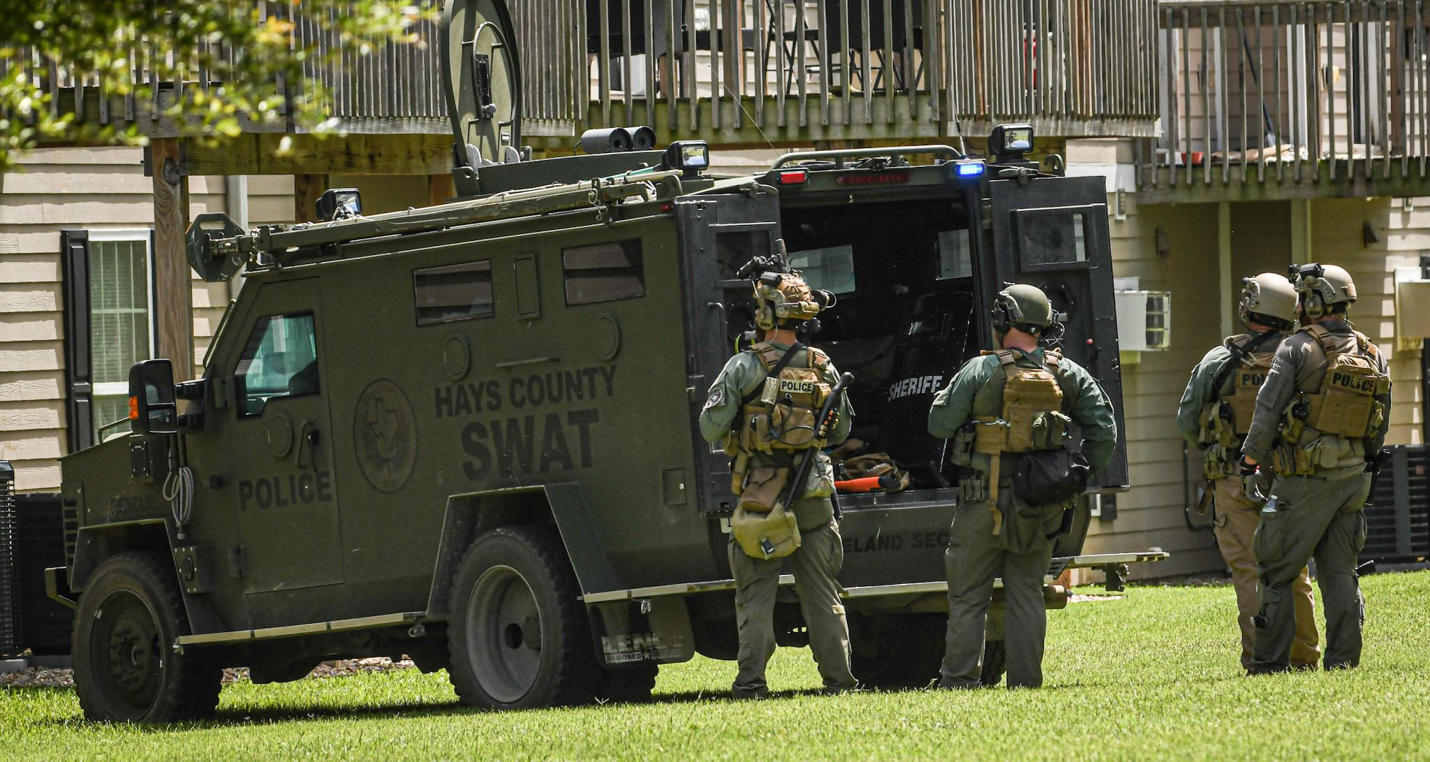 Police arrest man in Friday SWAT incident after he barricaded himself in apartment
